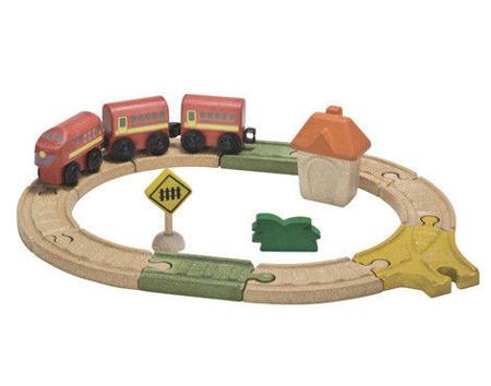 Drewniana kolejka MAŁA - zestaw: kolejka, tory, figurki, wagoniki na magnesy, Plan Toys, PLTO-6606