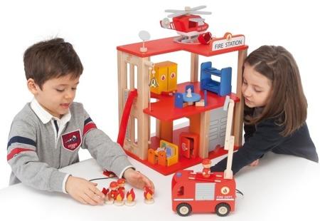 Drewniana, piętrowa straż pożarna - budynek straży pożarnej, remiza strażacka, 31 el., SEVI