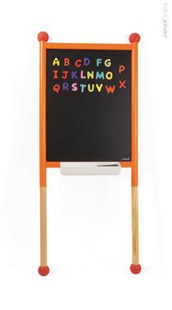 Drewniana tablica wielofunkcyjna dla dzieci stojąca 3 w 1 z literkami i mazakami suchościeralna, magnetyczna, kredowa, Janod
