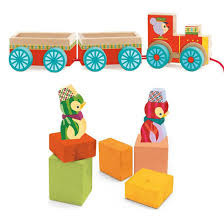 Drewniany pociąg JUNZO  - z klockami i figurkami, 18 m+,  DJECO DJ06442