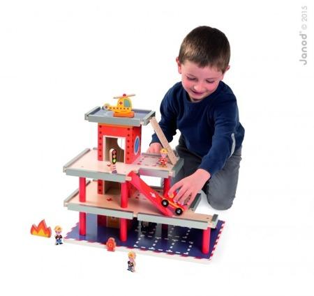 Piętrowa, drewniana straż pożarna - remiza strażacka, garaż + 10 akcesoriów, JANOD J05717