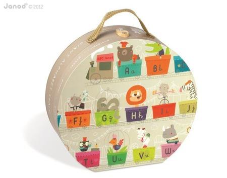 Puzzle w walizce Alfabet pociąg 27 elementów, Janod - puzzle z literkami dla dzieci