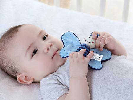 SIGIKID Miękka mini – przytulanka Niebieski motylek z szeleszczącymi skrzydełkami Red Stars
